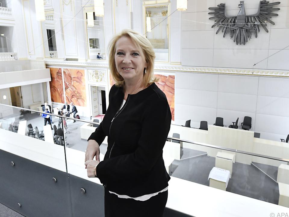 Nationalratspräsident Doris Bures im neuen Sitzungssaal in der Hofburg