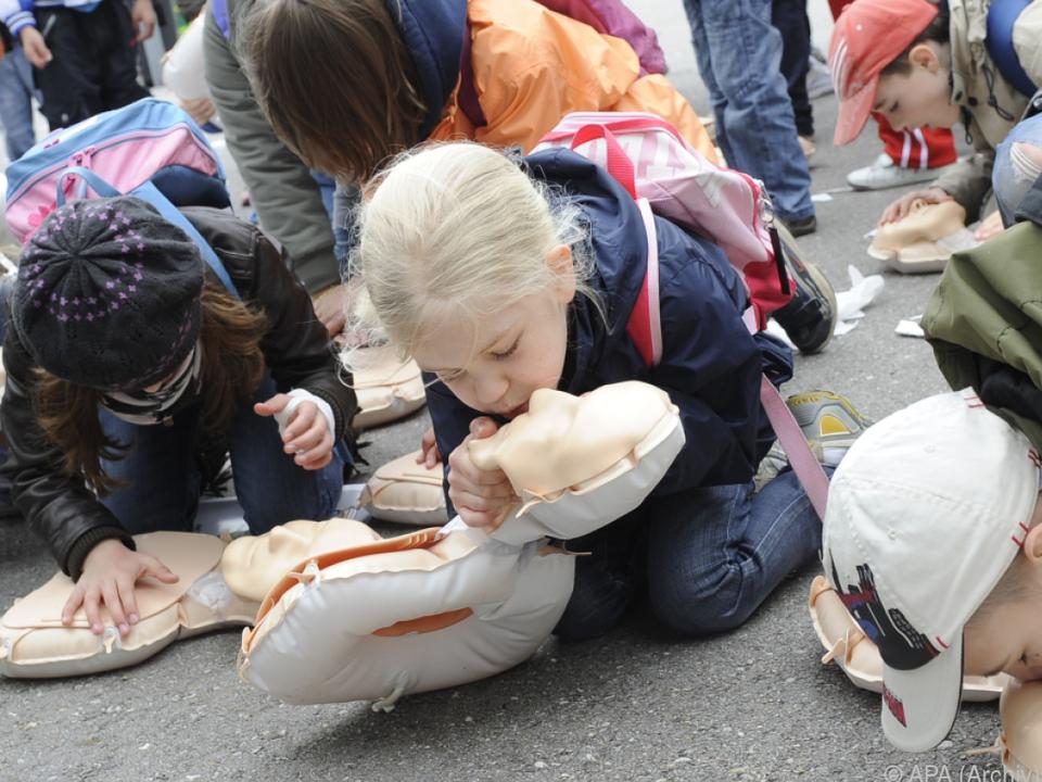 Schon die Kleinsten lernen Erste Hilfe