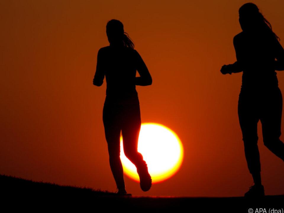 Sporttreiben macht offenbar glücklich und sexy joggen sport laufen sym