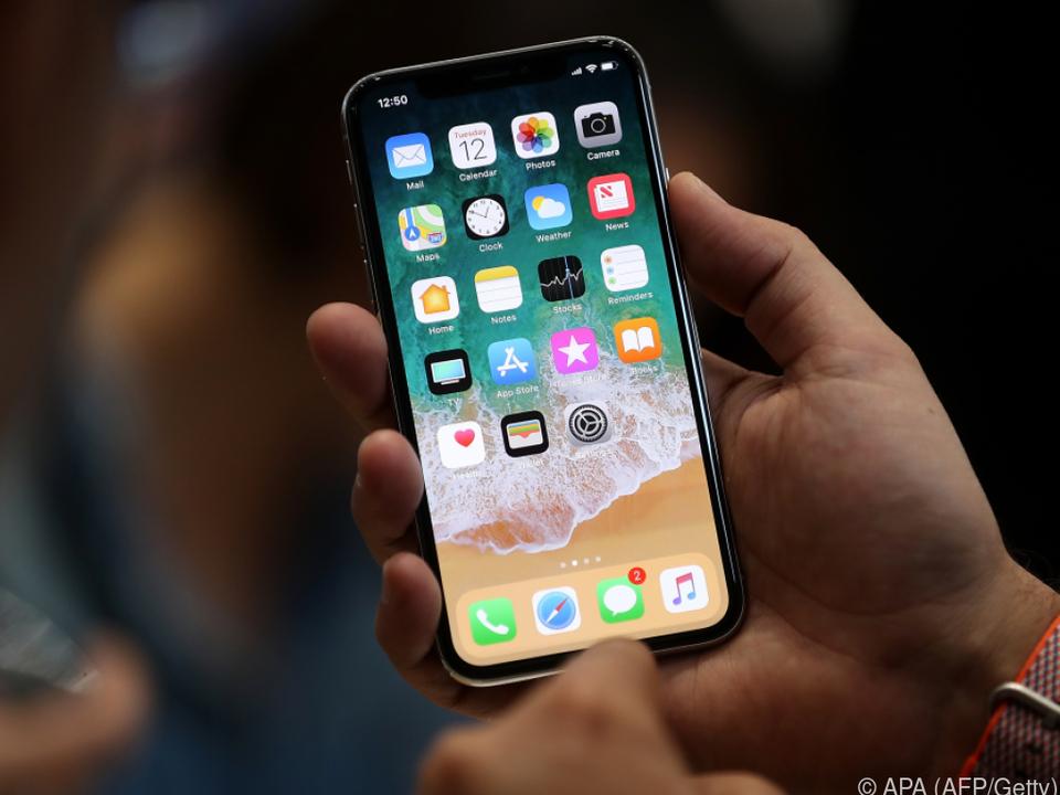 Beim iPhone X füllt der Bildschirm den Großteil der Frontseite aus