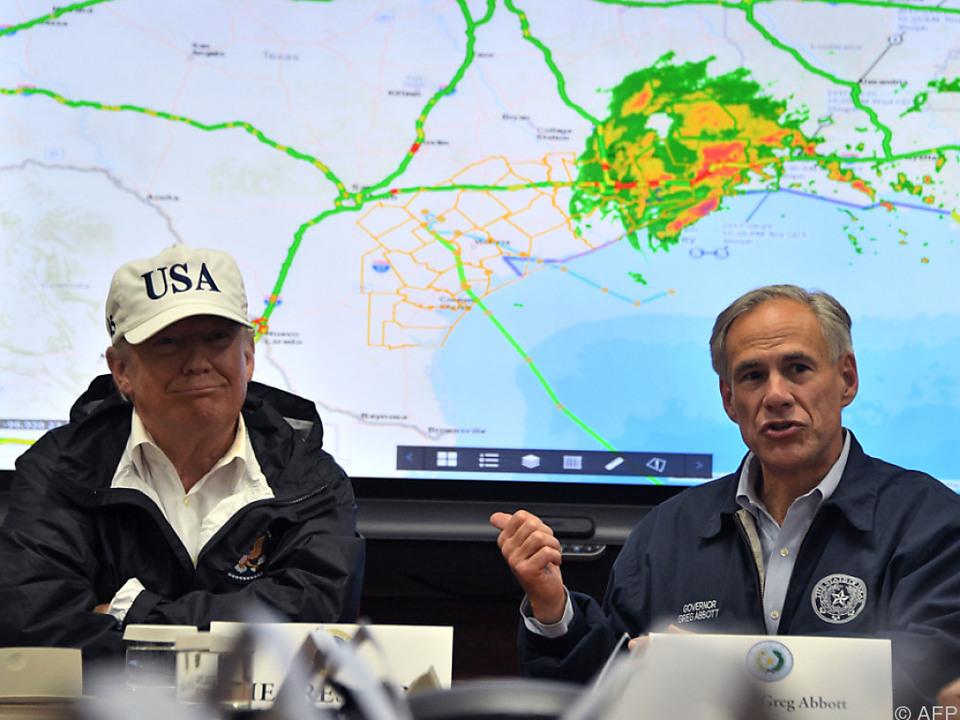 Trump bespricht die Lage mit dem texanischen Governor Abbott