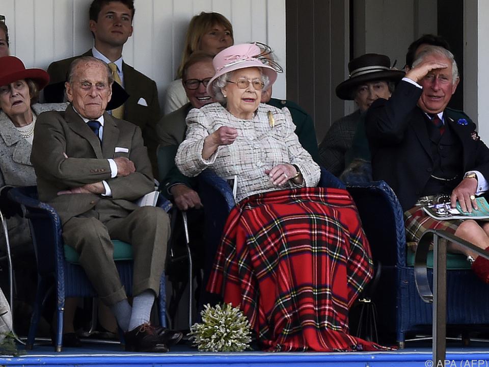 Wem die Queen wohl die Daumen drückte?