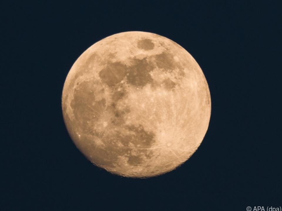 Ziel sei es, eine Raumstation im Mondorbit zu bauen mond nacht