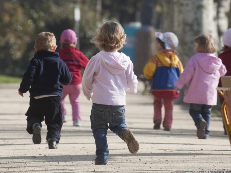 2016 starben insgesamt 5,6 Mio. Buben und Mädchen kinder sym