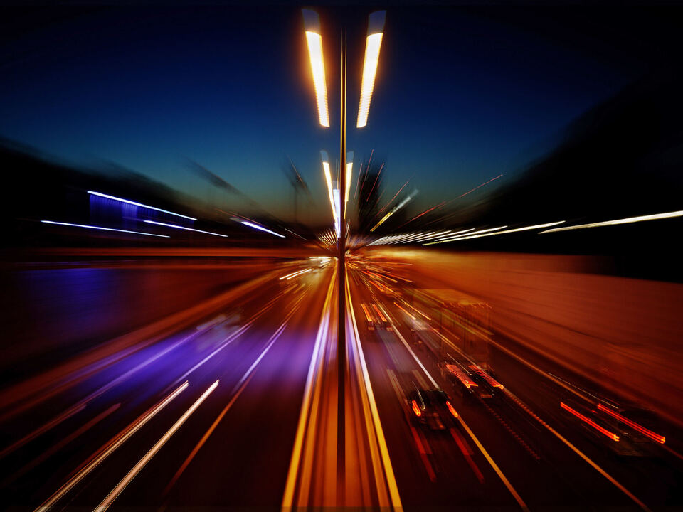 autobahn verkehr straße geisterfahrer mebo sym nacht zoom