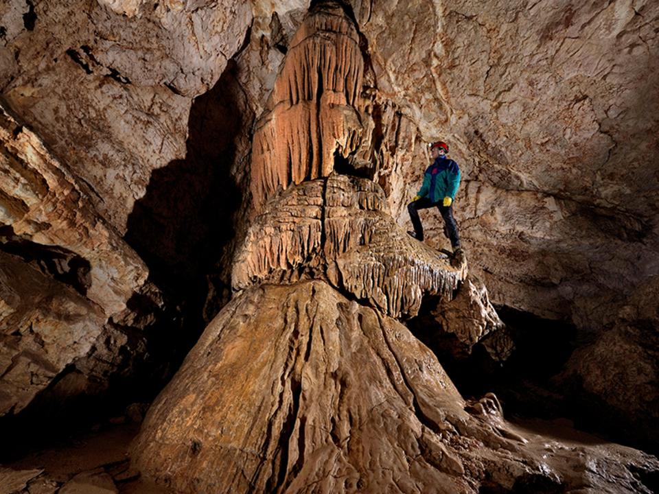 956771_concrezioni_nella_grotta_delle_conturines_foto_robbie_shone_e_christoph_sp65533tl höhle