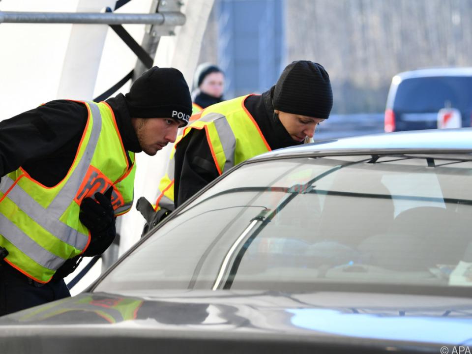 An der deutsch-österreichischen Grenze wird weiter kontrolliert