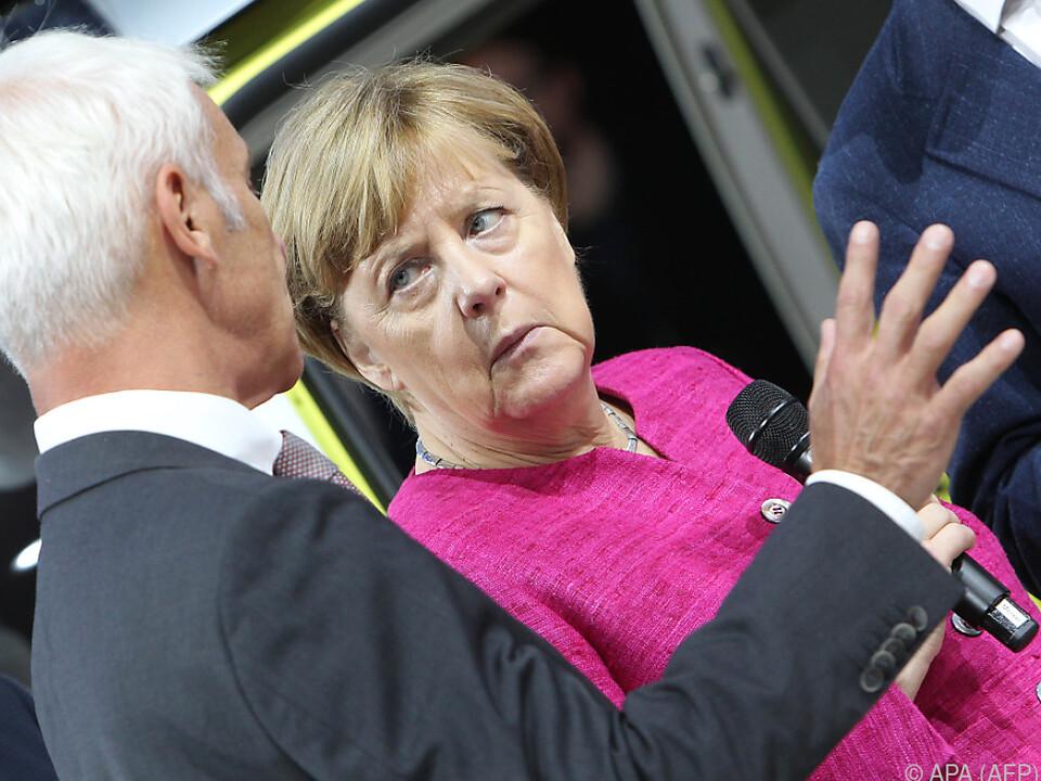 Angela Merkel mit VW-Vorstand Matthias Müller