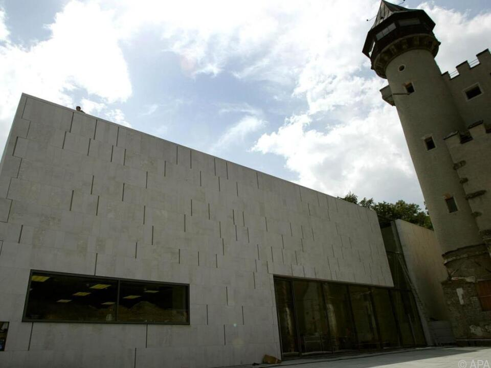 Ausstellung im Museum der Moderne soll Rolle der Folklore aufzeigen