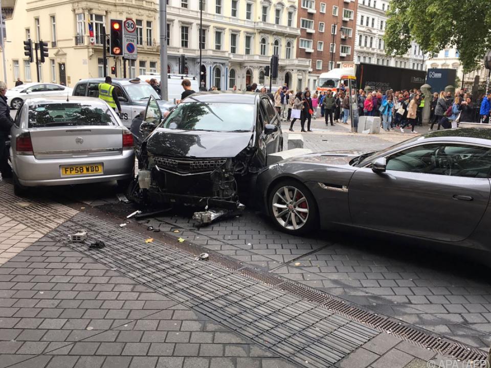 Auto erfasste Fußgänger in Londoner Exhibition Road