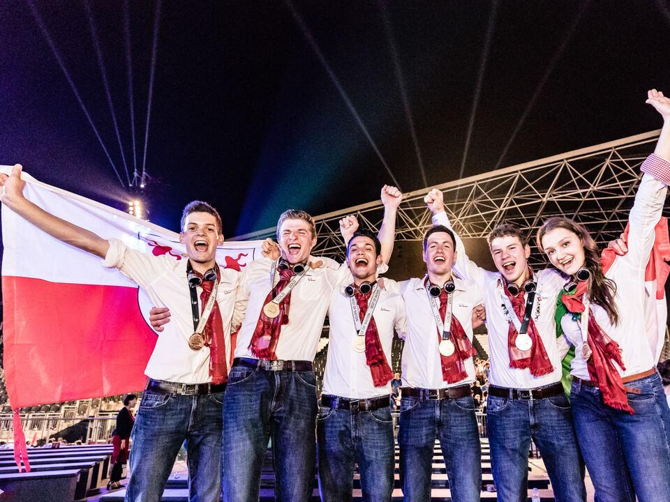Die Medaillengewinner Hannes Innerbichler, Toni Mittermair, Thomas Tutzer, Hannes Kofler, Moritz Mayr und Deborah Psenner
