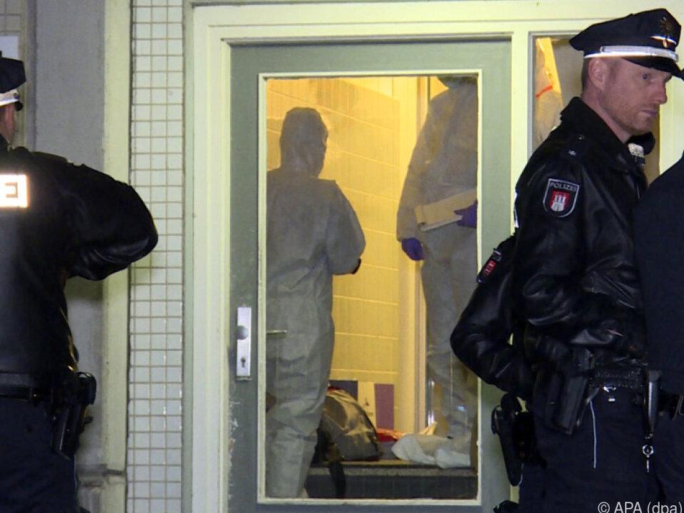 Einsatzkräfte im Hamburger Ortsteil Neugraben-Fischbek