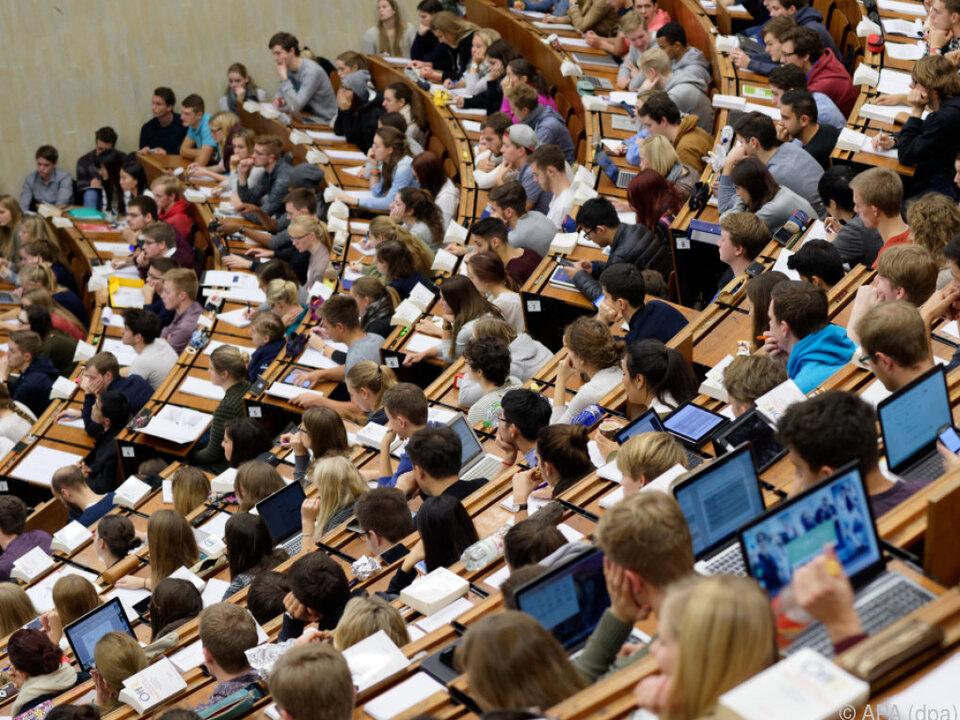 Es ergibt sich ein Plus von 0,6 Prozent student uni