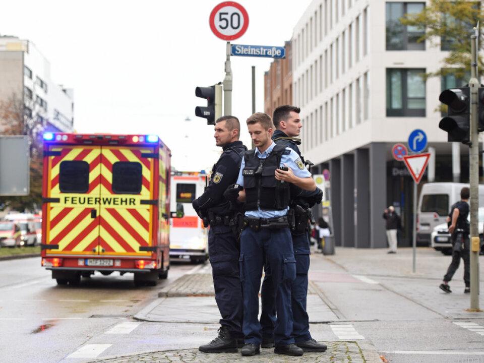 Großfahndung nach Messerattacke in München