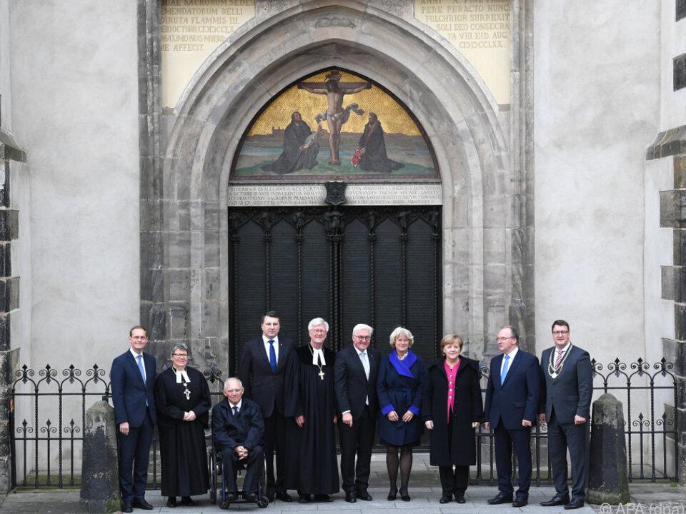 Gruppenbild vor der Wittenberger Schlosskirche