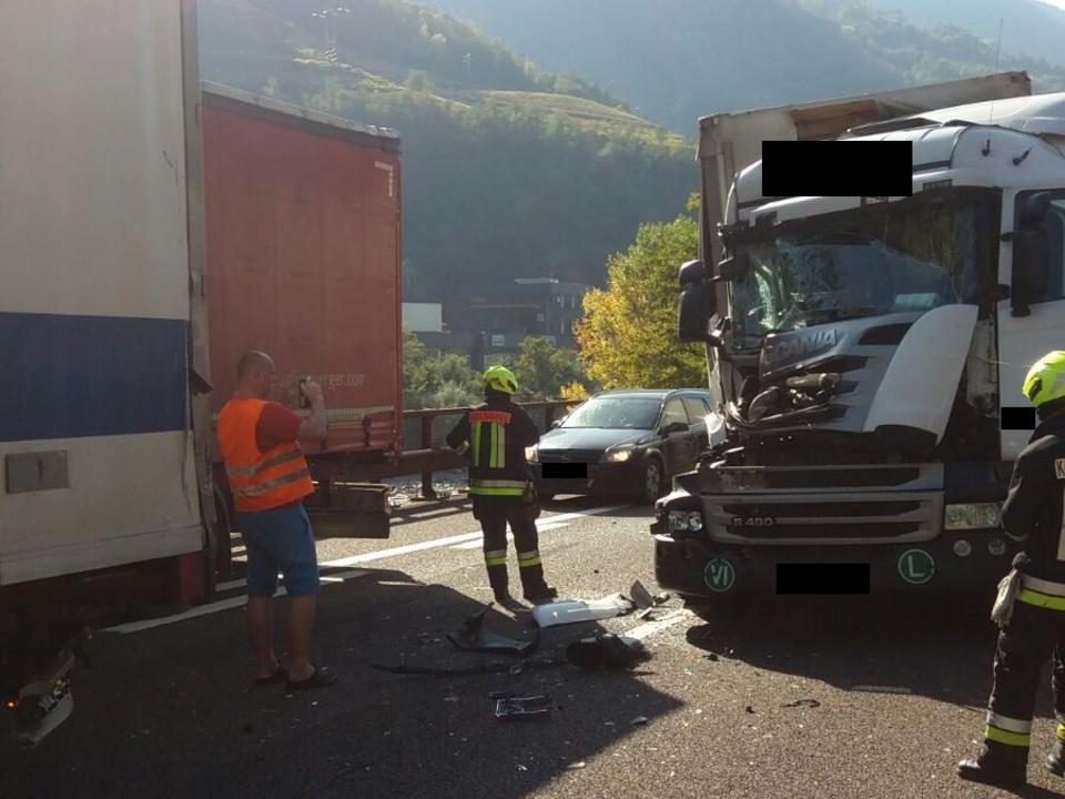 Unfall Lkw A22 Freiwillige Feuerwehr Kardaun-Karneid