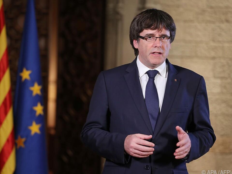 Kataloniens Regierungschef Puigdemont will Entmachtung nicht hinnehmen