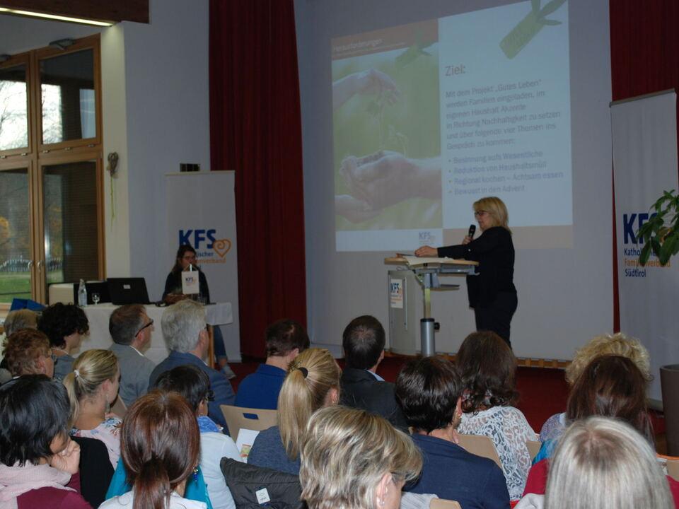 kfs-zweigstellentreffen-priska-theiner-praesentiert-das-projekt-gutes-leben