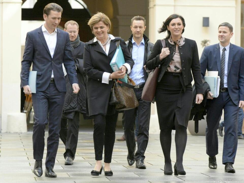 Kurz mit seinem Team auf dem Weg zu den Verhandlungen