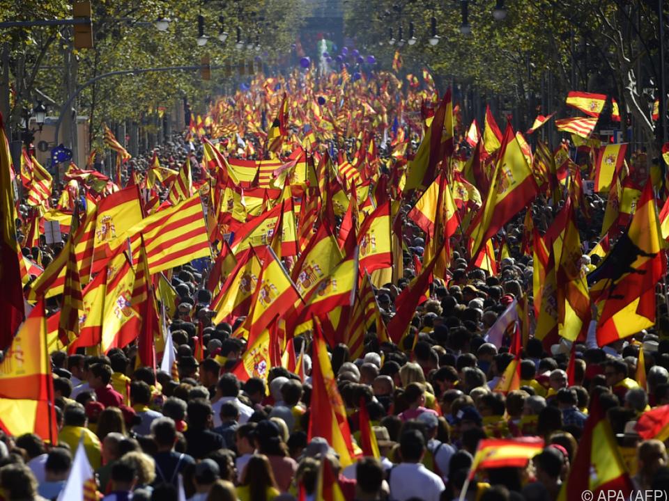 Massendemonstration in Barcelona gegen Abspaltung von Spanien