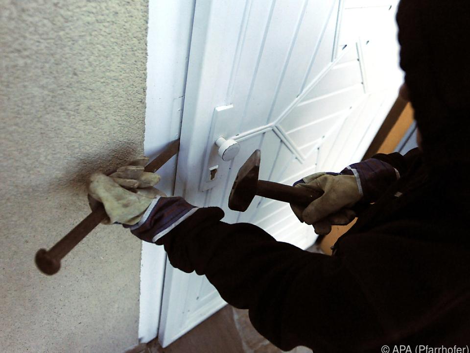 Meistens werden schlecht gesicherte Türen aufgebrochen einbrecher