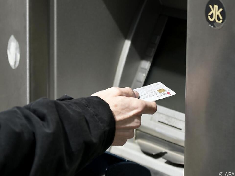 Nicht immer ist das Geldabheben mit Karte gratis