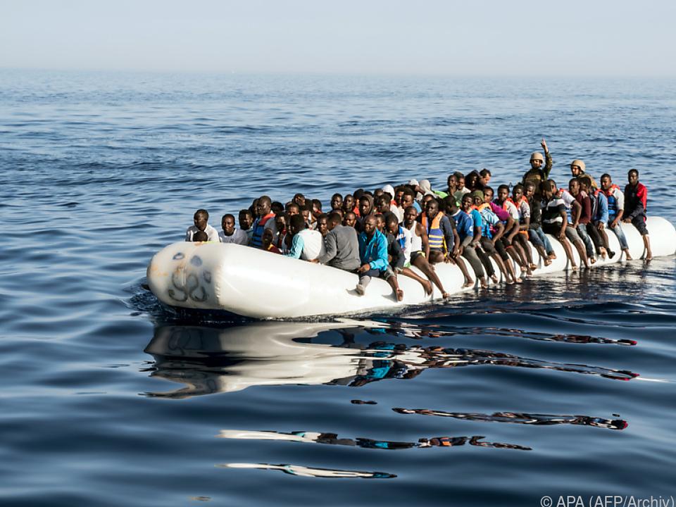 Noch immer sind viele vollbesetzte Flüchtlingsboote unterwegs