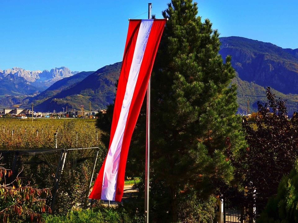 osterreichische-fahne-in-terlan roland lang