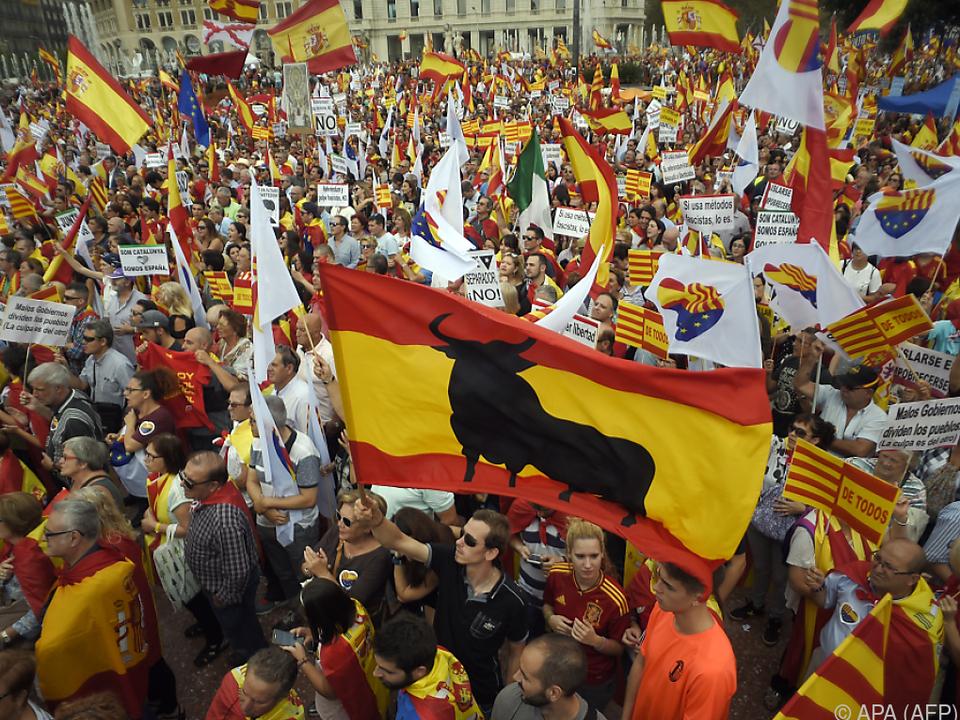 Tausende Abspaltungsgegner gingen in Barcelona auf die Straße