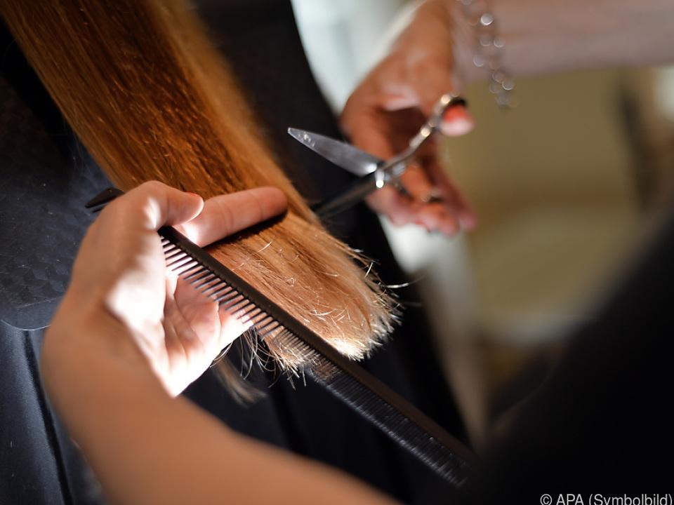 45 Prozent der Männer, 14 der Frauen monatlich beim Friseur
