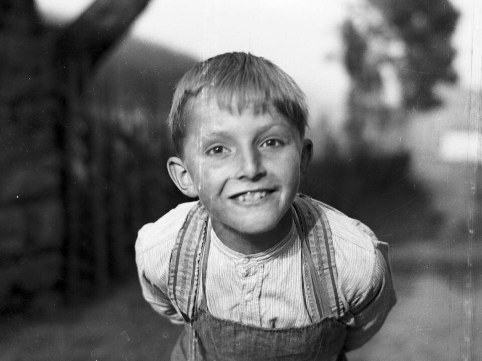 Unbekannter Bub aus Welsberg-Taisten um 1942./Foto