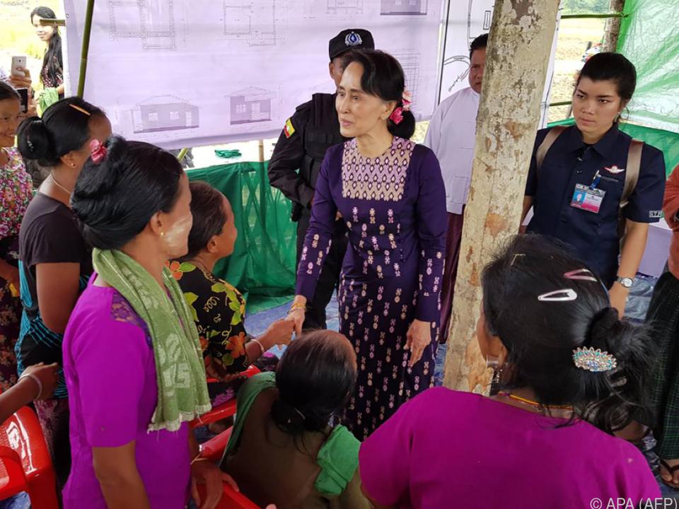 Aung San Suu Kyi hat lange geschwiegen