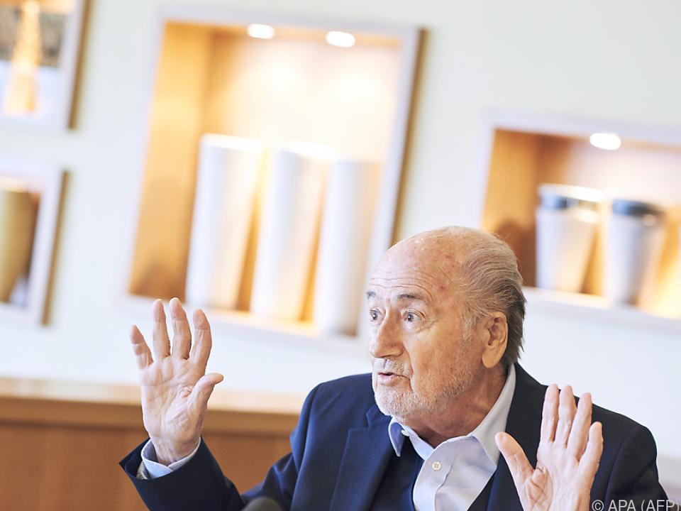 Blatter soll eine Ex-Torhüterin begrapscht haben