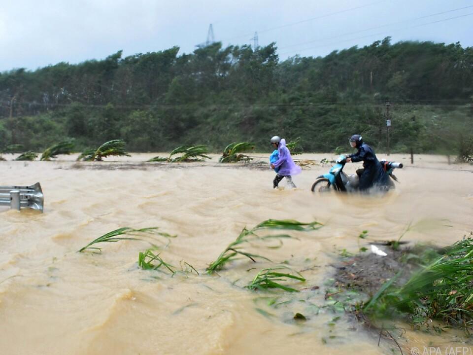 Der Taifun war mit bis zu 130 km/h unterwegs