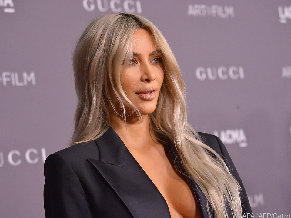 Eine Leihmutter trägt Kim Kardashians Kind aus