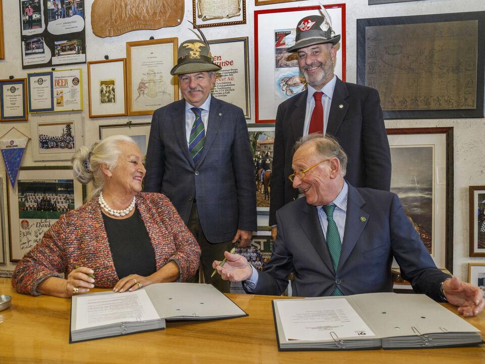 firma-accordo-alpini-birra-forst