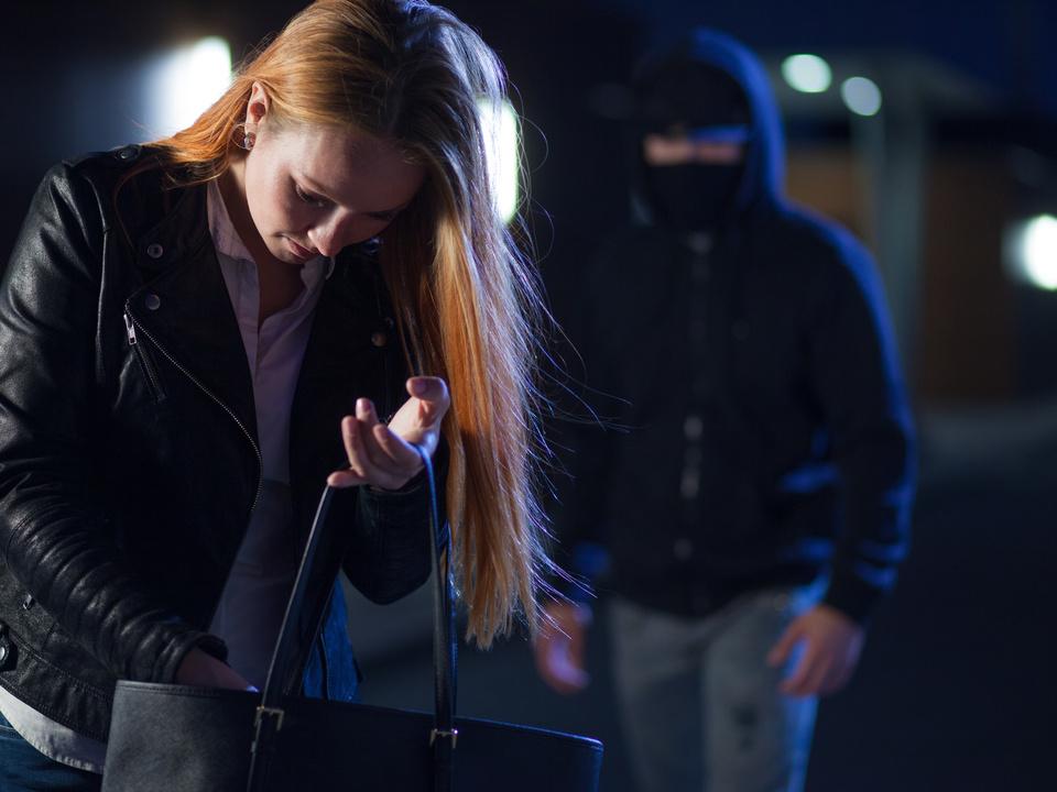 gewalt überfall räuber unbekannter sym frau