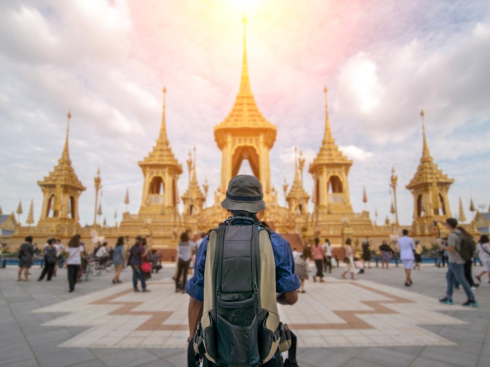 thailand urlaub tourismus tempel rucksack tourismus