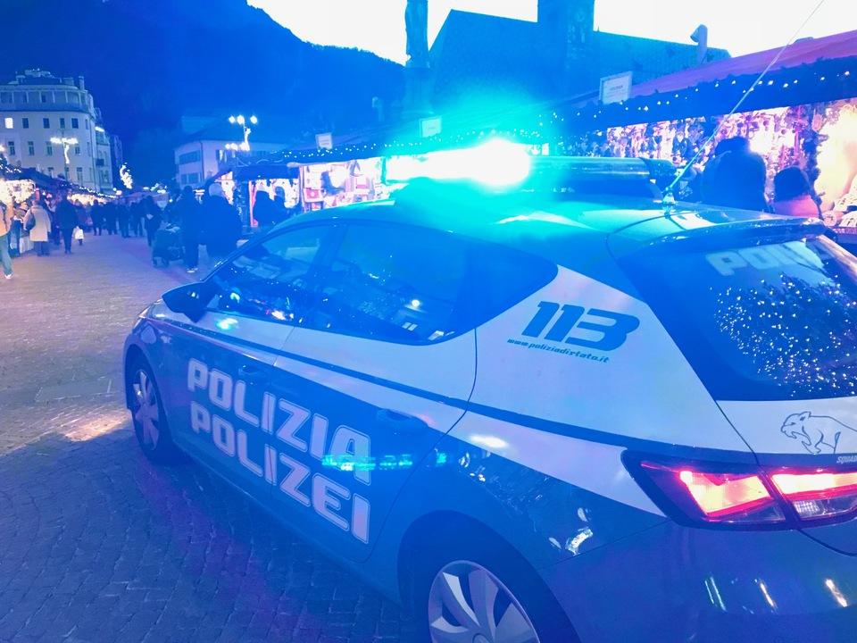 blaulicht Polizei sym Weihnachtsmarkt quästur