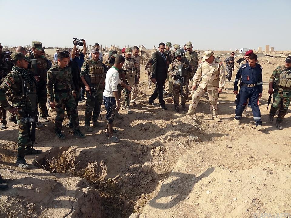 Irakische Armee am Ort des Grauens