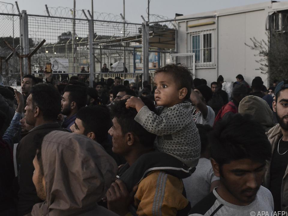 Lage in den Lagern und auf den Inseln immer verzweifelter