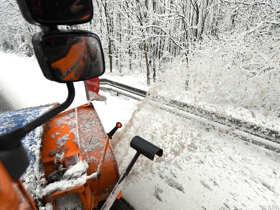 Schneeräumung in weiten Teilen Österreichs erforderlich