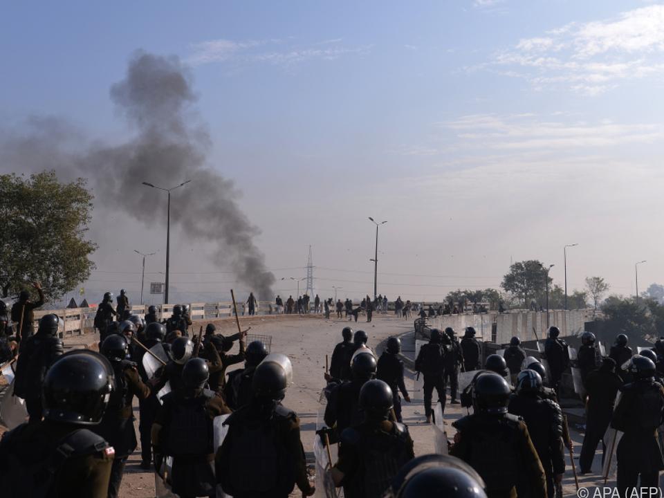 Schwere Zusammenstöße zwischen Islamisten un der Polizei