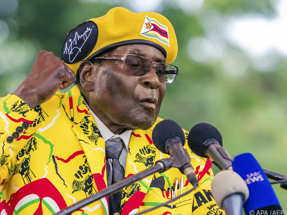 Simbabwes Präsident Mugabe wird in seinem Haus festgehalten