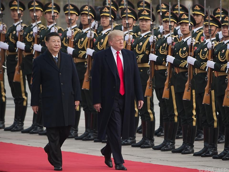 Trump mit militärischen Ehren empfangen