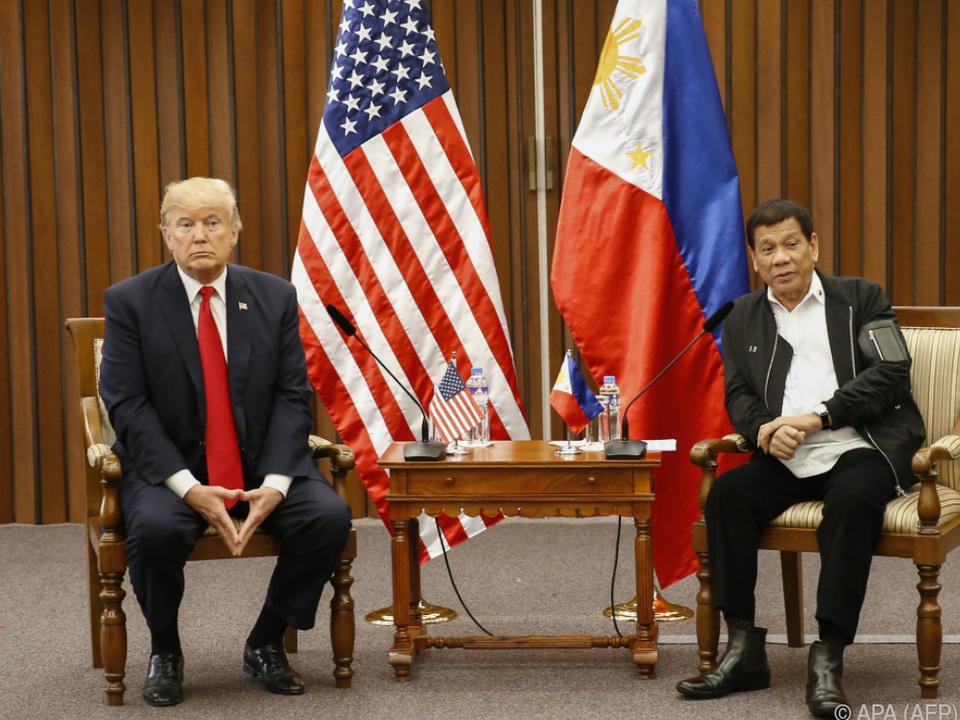Trump und Duterte trafen sich zu Zweiergespräch