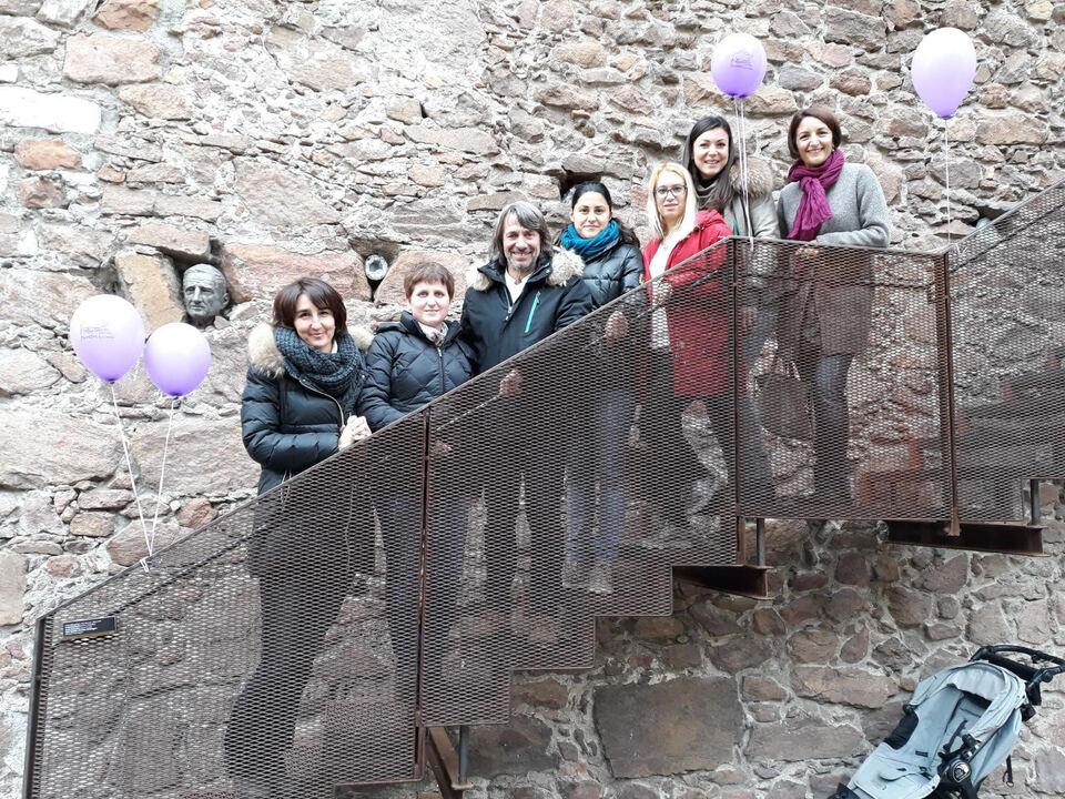 Jutta Perkmann (Elternvertreterin), Michaela Erschbamer (Vorstandsmitglied), Primar Dr. Hubert Messner, Silvia Violi (Vositzende des Vereins), Giorgia Barbieri (Vorstandsmitglied), Dr. Petra Wanker (Vorstandsmitglied)
