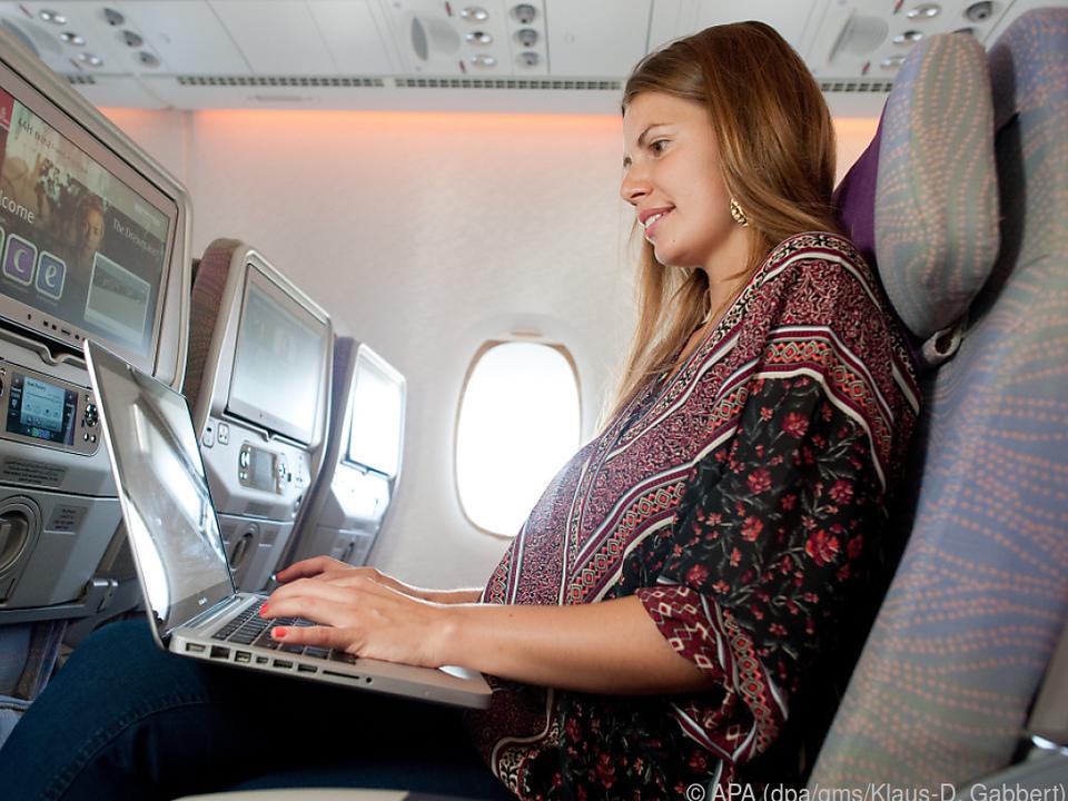 Wer im Flieger arbeiten möchte, braucht häufig eine WLAN-Verbindung