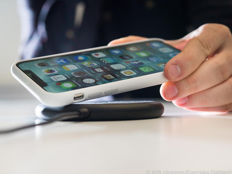 Nun setzt auch Apple auf drahtloses Laden über den Qi-Standard