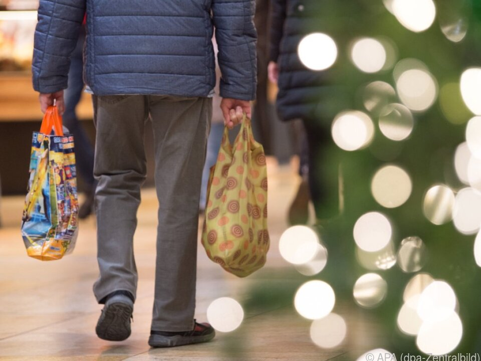 80 Prozent der Österreicher wollen Geschenke kaufen weihnachten einkaufen